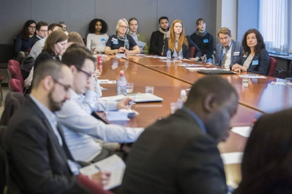 Asistentes a una de las reuniones entre científicos y miembros del Parlamento Europeo y la CE.