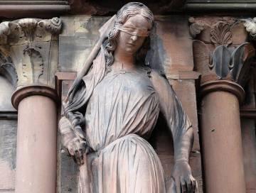 Escultura de Sabina von Steinbach (s. XIII) en la catedral de Estrasburgo. |