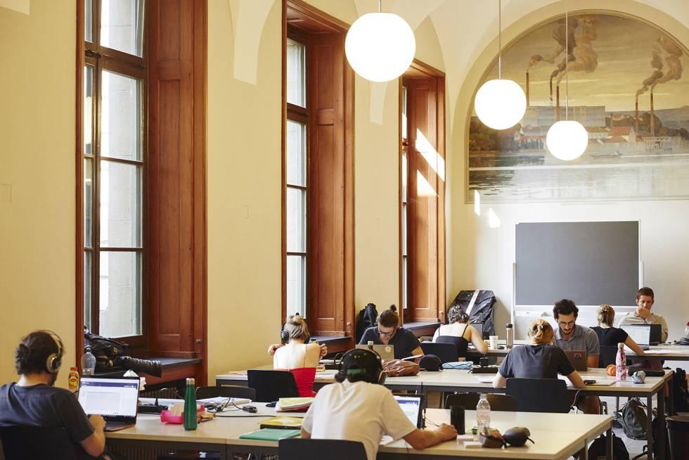 Una de las salas de estudio de la ETH, la Escuela Politécnica Federal de Zúrich.