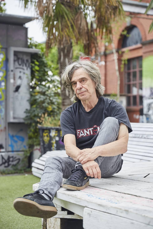 Pablo Niederberger, retratado en el centro de cultura alternativa Rote Fabrik, donde trabaja programando conciertos.