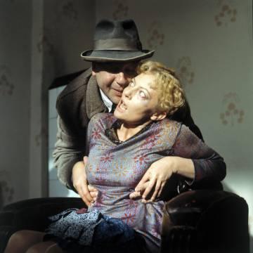 Franz Biberkopf, el protagonista, es un necio y un maltratador que acaba de salir de la cárcel.