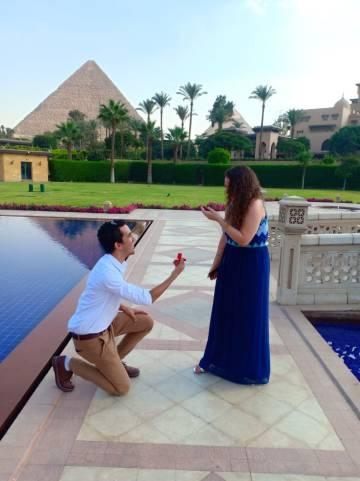 Ahmad Abouzeid es egipcio. María Ortega, española. Han llegado plantearse una boda por poderes para facilitar el reencuentro.
