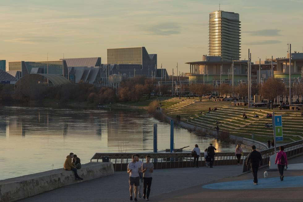 Un parque fluvial junto al Ebro, en Zaragoza.