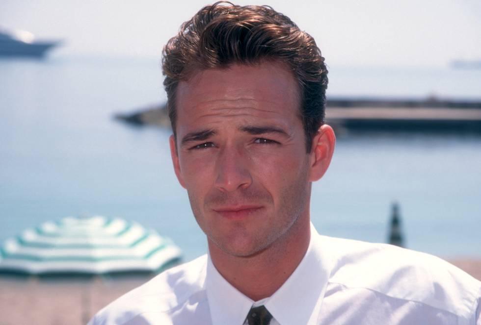 El fallecido Luke Perry se convirtió en el personaje masculino más recordado de la serie. En la foto, en los World Music Awards de Mónaco en 1995.