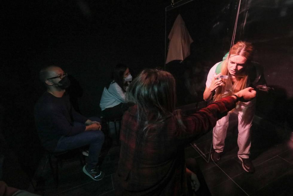 Una escena de la función 'Enfermeras' en Microteatros de Madrid, este miércoles.