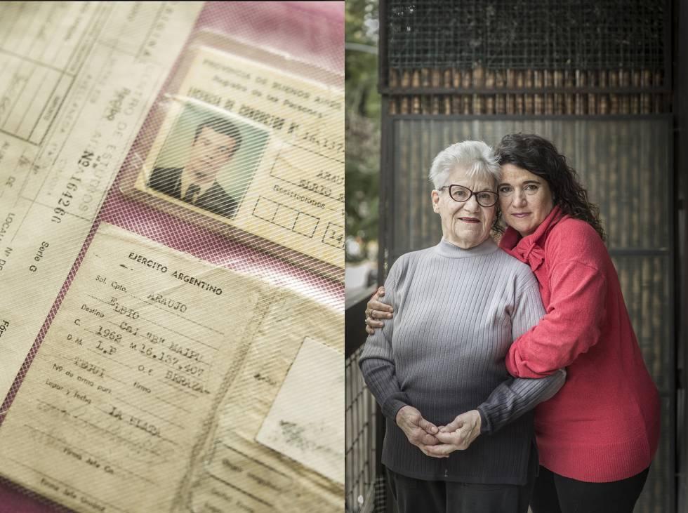 María del Carmen Penón y María Fernanda Araujo, madre y hermana del soldado Eduardo Araujo (algunos de cuyos documentos aparecen en esta página), caído en la guerra de las Malvinas.