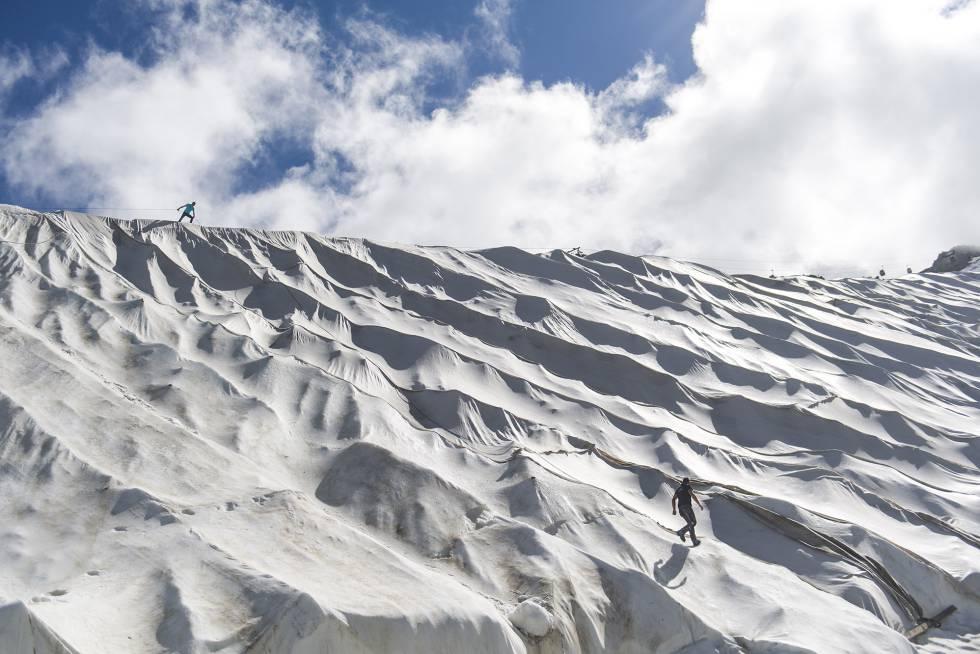 """""""Globalmente, cada año perdemos tres veces el volumen de hielo almacenado en todos los Alpes europeos"""", lamenta un científico."""