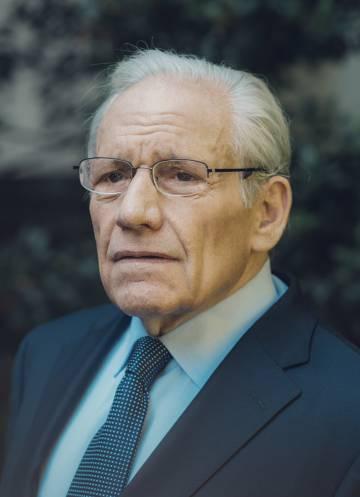 Bob Woodward. Sus crónicas en 'The Washington Post' junto a Carl Bernstein hicieron caer a Nixon por el caso Watergate. Ha publicado libros sobre los últimos nueve presidentes de Estados Unidos. 'Rabia' es su segunda obra sobre Trump.