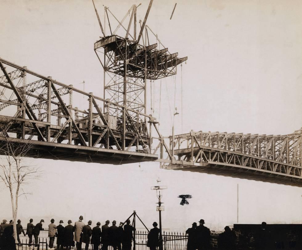 El puente de Queensboro, en construcción.