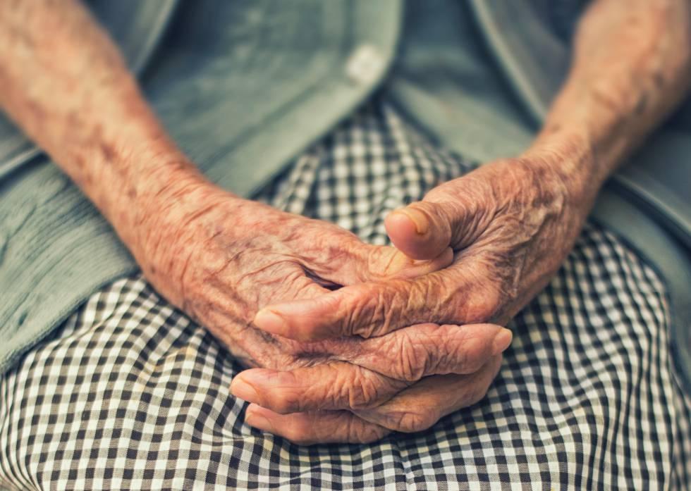 """La soledad de muchos ancianos es un problema social de primera magnitud""""    Blog Sesenta y tantos   EL PAÍS"""