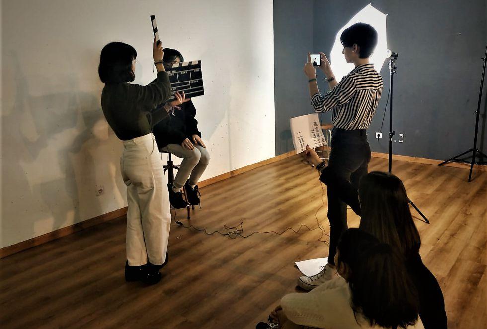 Estudiantes del Bachillerato de Artes del IES María Soliño en pleno rodaje
