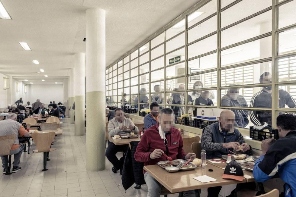 La hora del almuerzo en el comedor del módulo 1 de la prisión madrileña.