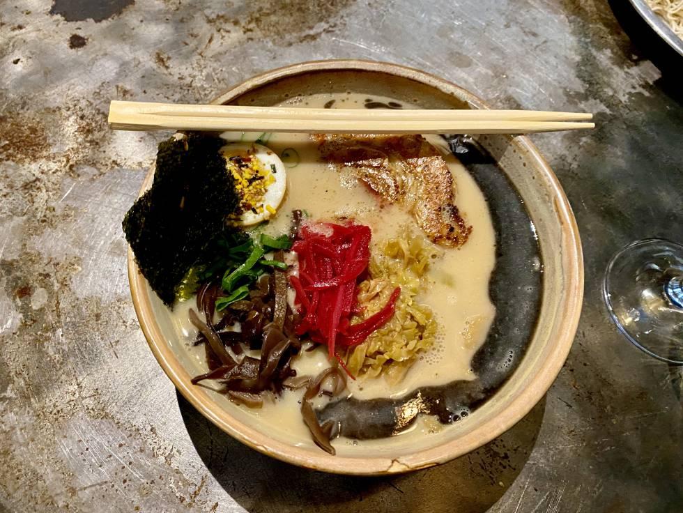 Tonkotsu Ramen, en el restaurante Chuka Ramen Bar. JC CAPEL