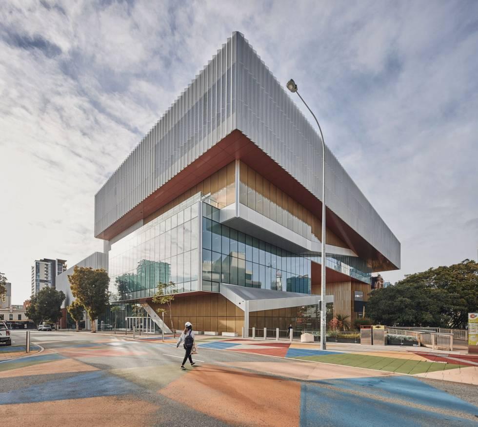Nueva Fachada principal del Museo Boola Bardip recién inaugurado en Perth, Australia.