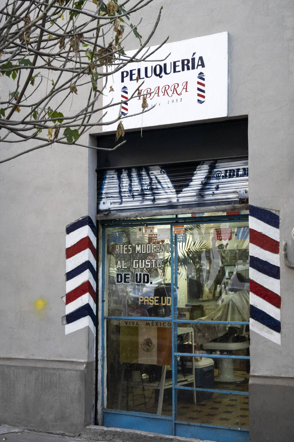 The entrance of the hairdresser in Mexico City.