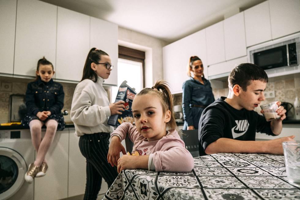 Desde la izquierda: Tatiana hija, Samara, Carmen, Tatiana madre y David.