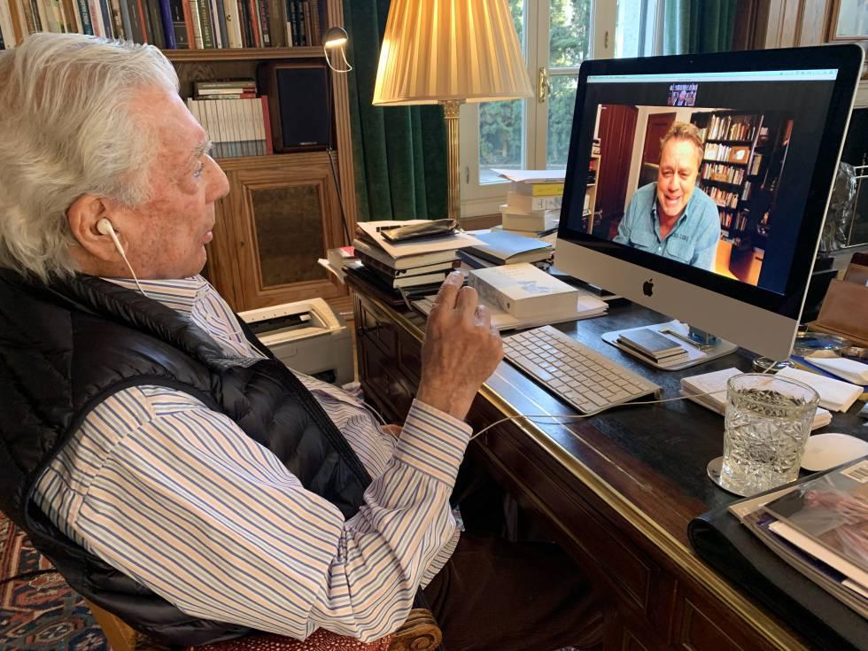 Un momento de la entrevista con Mario Vargas Llosa a través de Zoom