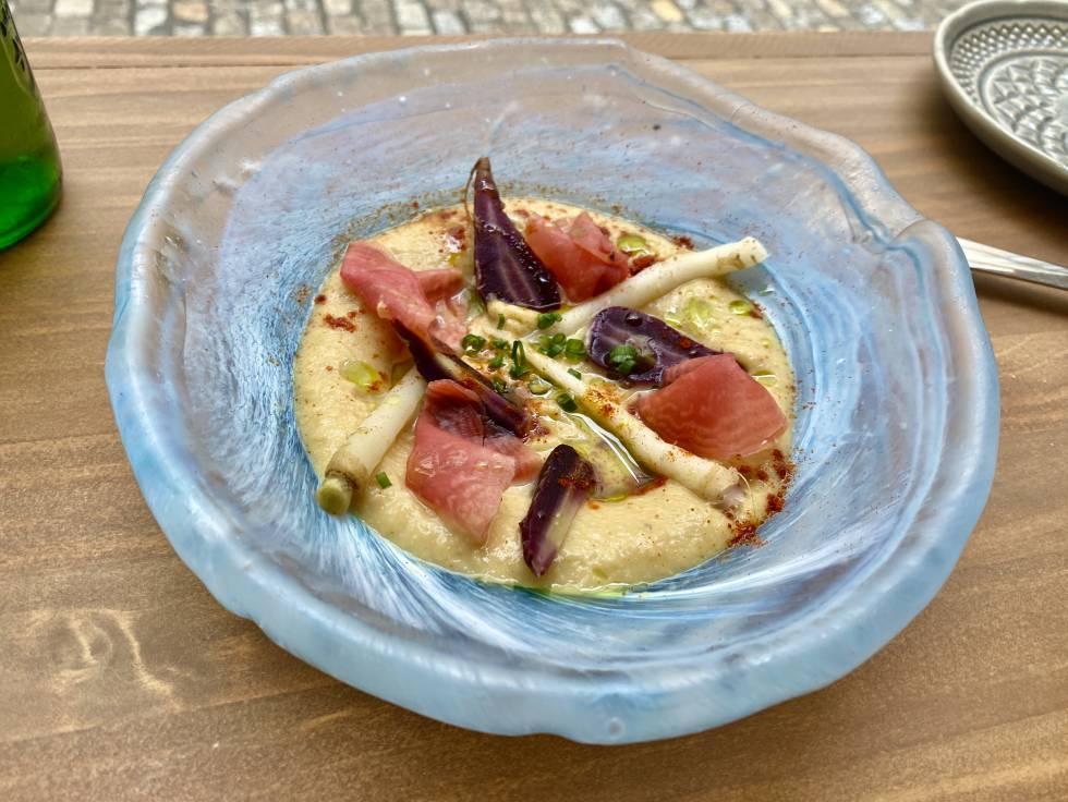 Hummus de verduras feas con tropezones. J.C. CAPEL