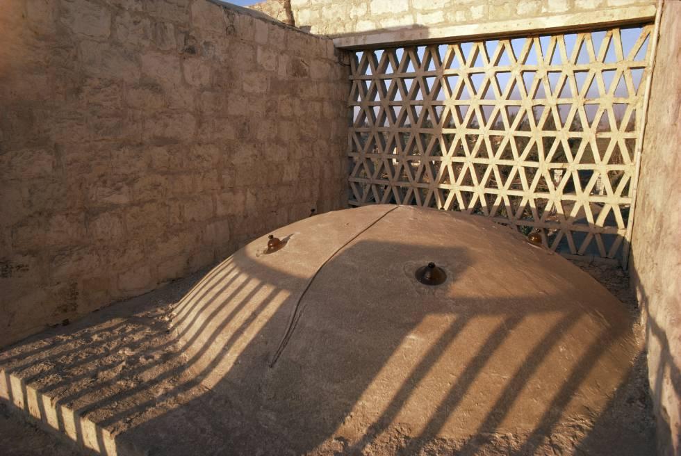 Detalle de la cúpula y la celosía de barro de la Casa Casaroni, de 1981.