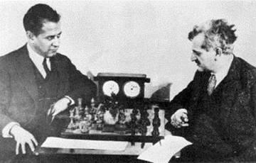 Capablanca (izquierda) y Lasker, en Moscú en 1925.