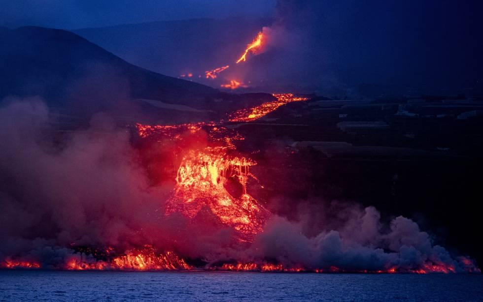 Fotos: La llegada al mar de la lava del volcán de Cumbre Vieja, en imágenes  | Sociedad | EL PAÍS