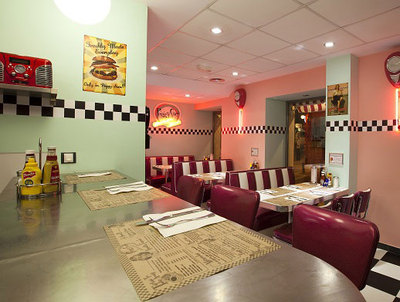 Comedor del restaurante Peggy Sue's, en Madrid.