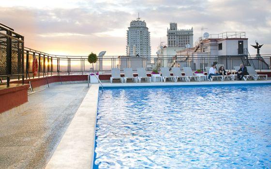 Chapuzones de hotel en madrid el viajero el pa s for Piscina playa de madrid
