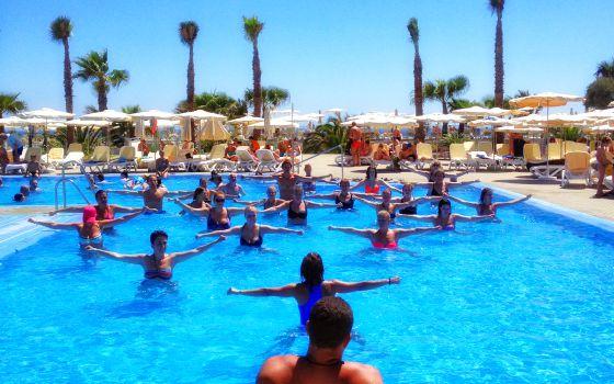 Todos a la piscina el viajero el pa s for Hoteles nh madrid con piscina