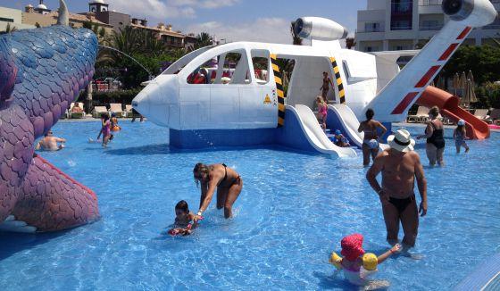 Todos a la piscina el viajero el pa s for Hoteles para 5 personas