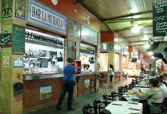 Bar en el mercado de Triana.