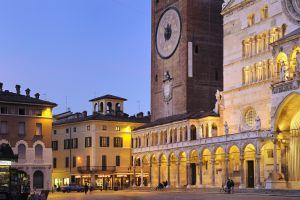 Piazza del Comune, nella città lombarda di Cremona (Italia).