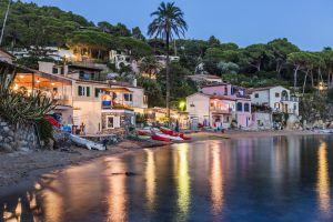 Spiaggia del villaggio di Forno, sull'isola d'Elba (Italia).