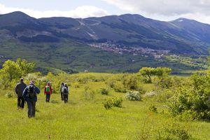 Escursionisti nel Parco Nazionale della Majella nella regione montuosa degli Abruzzos (Italia).