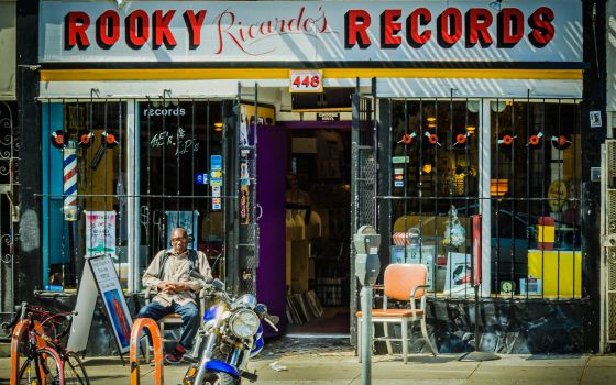 Escaparate de Rooky Ricardo's Records, en la esquina de Haight con Fillmore, en San Francisco