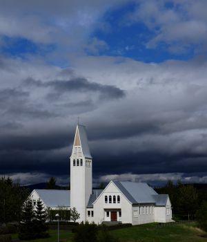 Iglesia de Selfoss, en Islandia, donde se encuentra la tumba de Bobby Fischer.