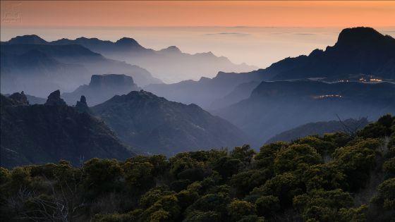 Panorámica al atardecer desde el parador de Cruz de Tejeda, en la isla de Gran Canaria.