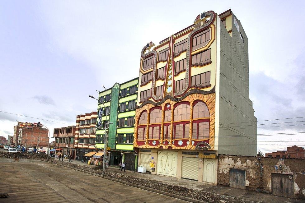 En la actualidad, se organizan 'tours' en El Alto, bastante caros, donde se muestran orgullosamente algunos de los más vistosos 'cholets'. La excursión merece la pena porque se aprenden muchas cosas sobre los logros y las contradicciones de un país mutante como Bolivia.