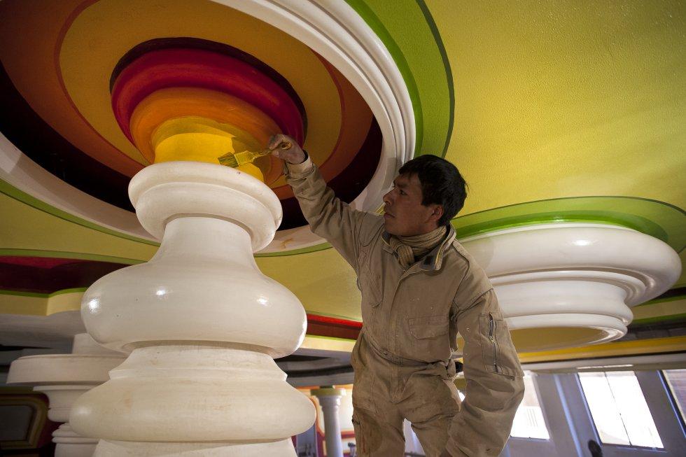 El libro 'Arquitectura andina de Bolivia', con fotografías como esta de Alfredo Zeballos, narra los logros de la obra de Alfredo Mamani en el marco de una Bolivia contemporánea. Incluso está prevista una película sobre su vida.