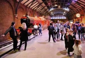 El andén 9 34 en Warner Bros. Studio Tour London, en Leavesden.