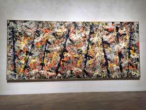 El cuadro 'Blue Poles' (1953), obra maestra de Jackson Pollock, fue comprado en 1973 por el Gobierno y se exhibe en el Museo Nacional en Canberra.