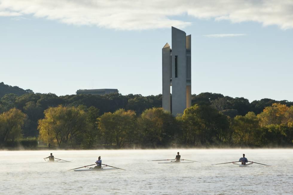 El National Carillon en el lago Burley Griffin, en el centro de Canberra (Australia).
