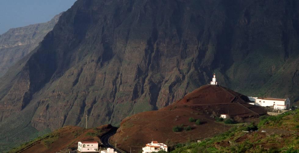 Vista de la ermita de la Virgen de los Reyes, en El Hierro (Canarias).