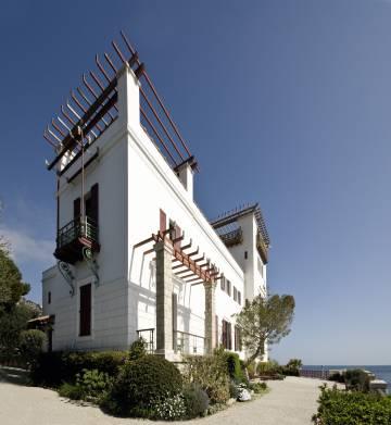 Villa Kérylos, en Beaulieu-sur-Mer, fue concebida por el arqueólogo Théodore Reinach como reconstrucción de una casa de la Grecia clásica.