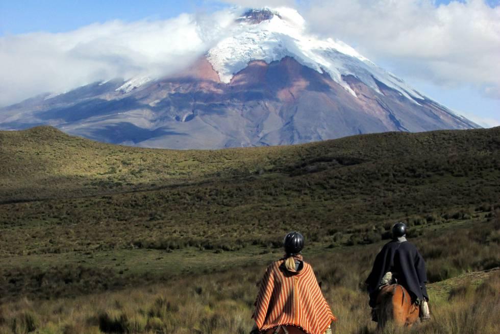 El volcán Cotopaxi, de 5.897 metros, se encuentra en el parque nacional homónimo, en la llamada Avenida de los Volcanes, al norte de Ecuador.