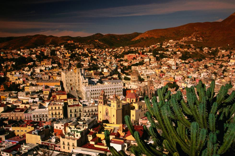 Vista de la ciudad mexicana de Guanajuato desde la colina de San Miguel.