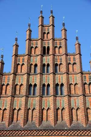 El viejo Ayuntamiento, del siglo XV, sufrió un bombardeo el 8 y 9 de octubre de 1943 y se reconstruyó en los años cincuenta y sesenta.