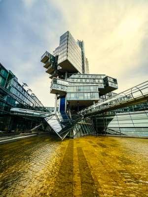 Rascacielos del Norddeutsche Bank, de 2002, del estudio de Stefan Behnisch.