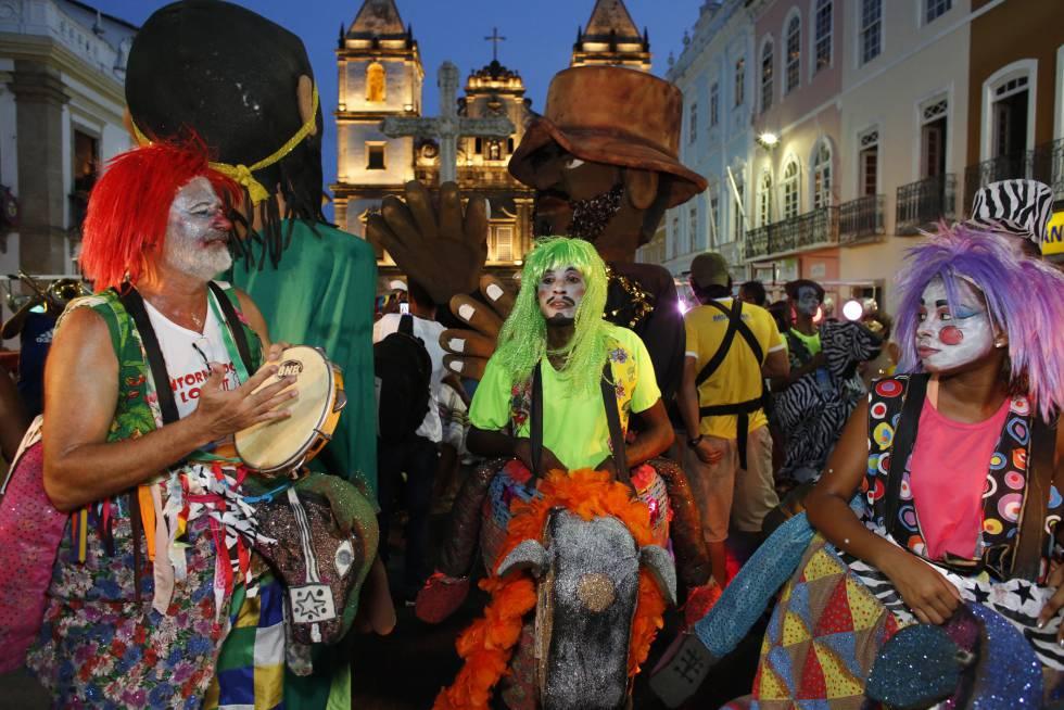 Celebração do carnaval de Salvador de Baía nas ruas do Pelourinho.