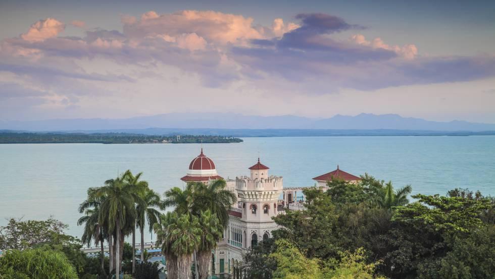 El palacio de Valle, que forma parte del complejo del hotel Jagua, en la bahía de Cienfuegos (Cuba).