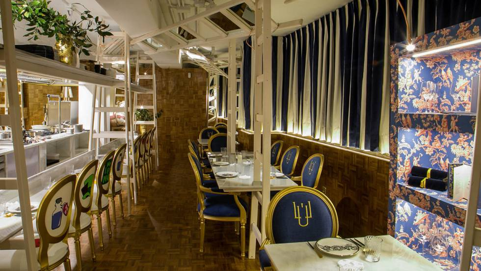 Restaurantes en Cádiz: LÚ, en el centro del comedor, la cocina | El ...